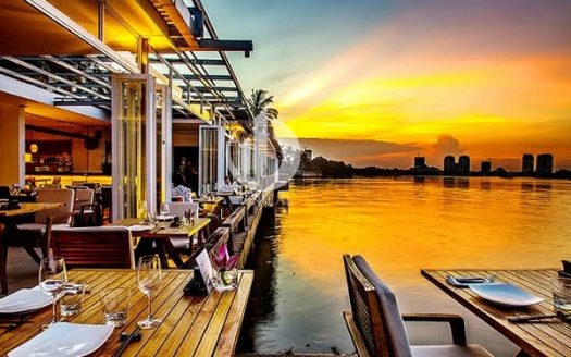 "4 windy riverside restaurants suitable for people in Saigon ""hiding"" sultry sunshine, enjoying a peaceful weekend."