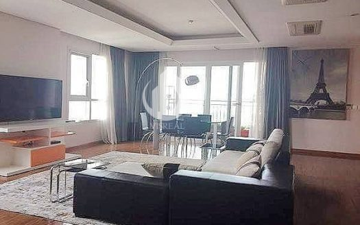 Xi Riverview Palace Apartment - High-class apartment designed with panoramic view of the river.