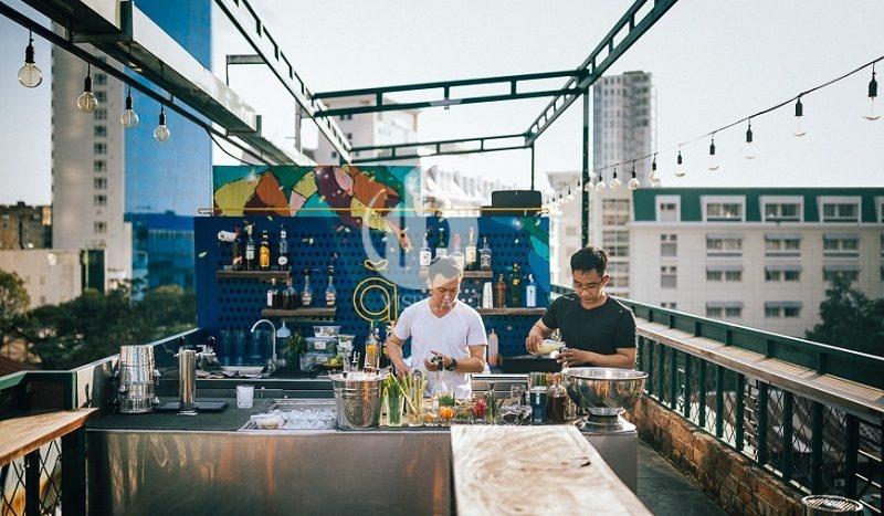 Hongkong newspaper praised 5 bars on the top floor displaying