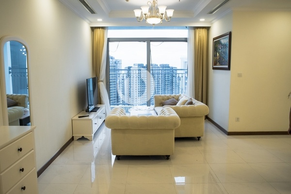 Vinhomes Central Park Apartment –Located in Landmark Plus tower with 3 spacious bedrooms.