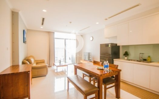 Vinhomes Central Park Apartment – 1 bedroom apartment, suitable for single people.